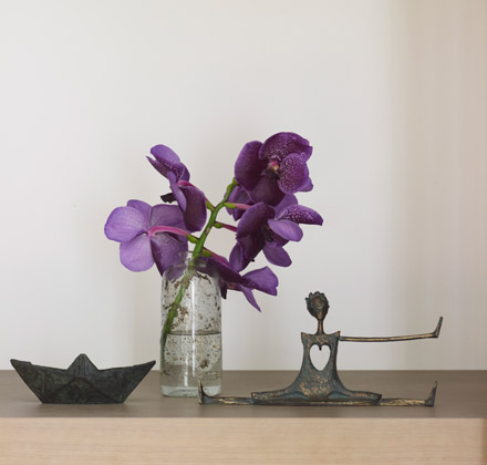 Purple objects in vignette styled by Karin Meyn of Piet Boon Studio
