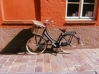 a bike in bruges leaning against a wall