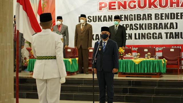 Bupati Lingga Mengukuhkan Anggota Paskibraka