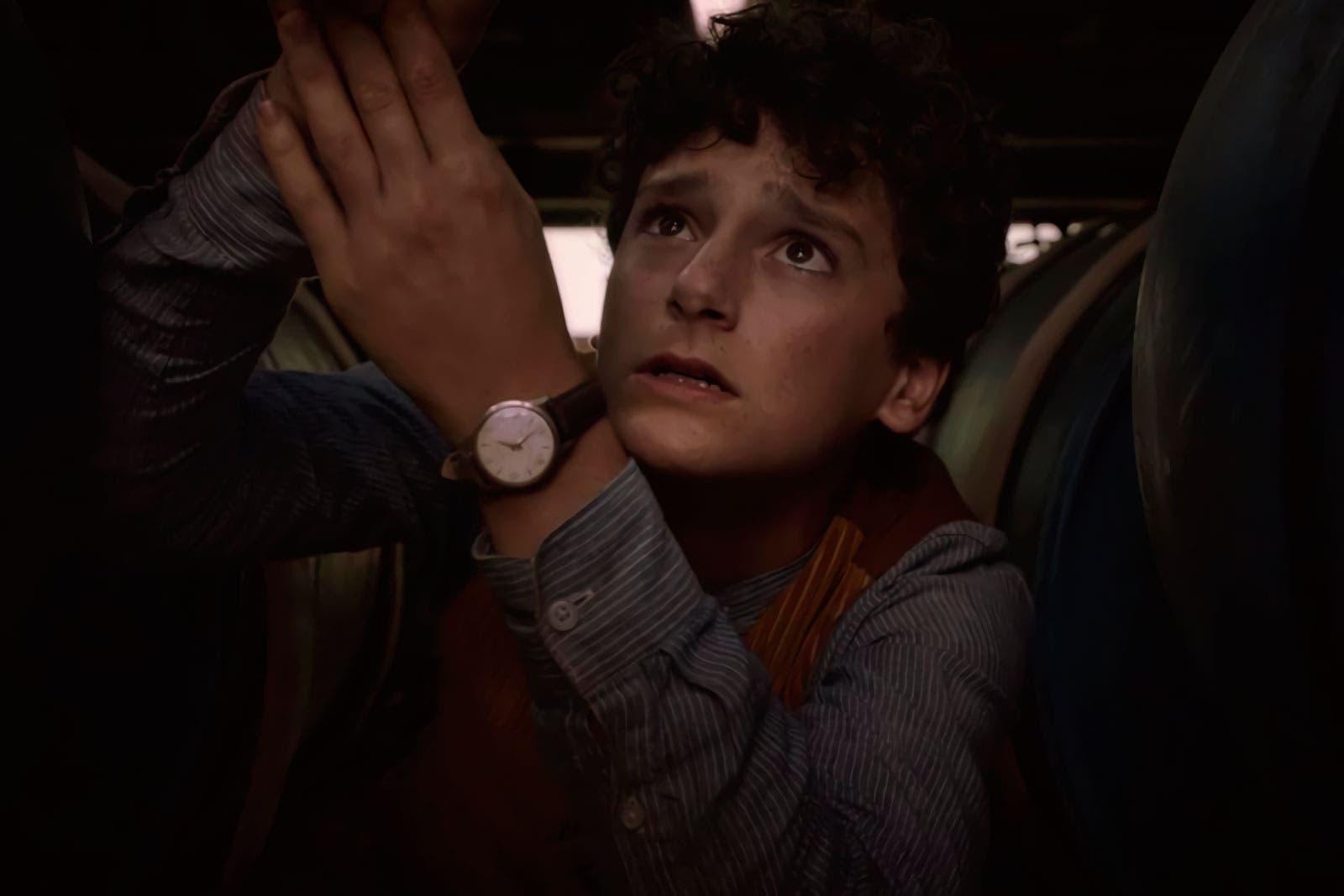 Elton hace frente a su claustrofobia para arreglar el bote en el episodio 1x05 de The Walking Dead: World Beyond