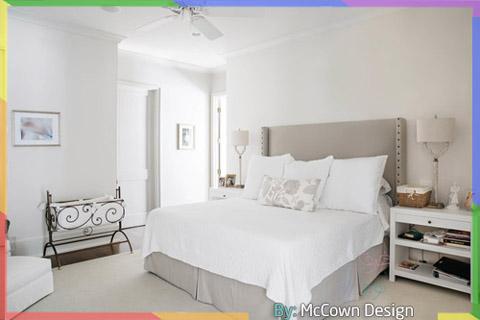 غرفة نوم باللون الأبيض المشرق والرمادي الفاتح
