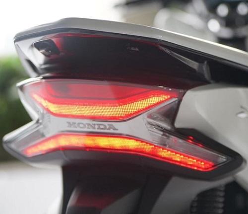 Lampu belakang Honda PCX