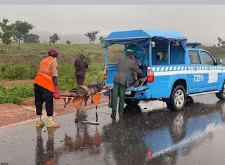 Disturbing photos: 5 killed, as commercial vehicles collide with a sport car along kwakuti, Niger state.