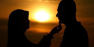 Hukum Mencium Suami atau Istri Saat Berpuasa