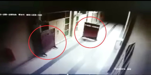Pembatas Sholat Di Masjid Ini Bergerak Sendiri Dan Terekam CCTV