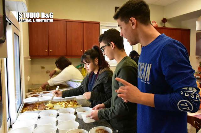 Μαθητές από το 2ο Λυκειο Ναυπλίου μαγείρεψαν στο συσσίτιο Ευαγγελίστριας Ναυπλίου (βίντεο)
