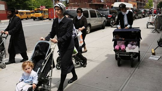Jewish mother, child attacked by stone-throwers - in Brooklyn