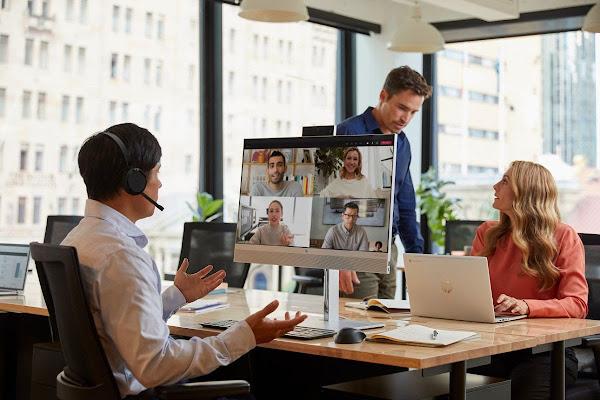 HP EliteOne 800 All-in-One Aproxima Pessoas em Ambientes de Trabalho Híbridos