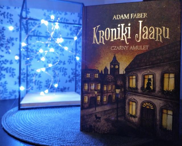WYDAWNICTWO CZWARTA STRONA: ADAM FABER - KRONIKI JAARU. TOM 2. Czarny Amulet