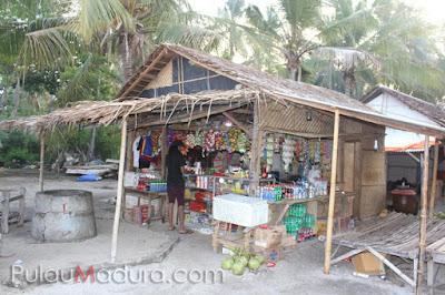 Warung Kebutuhan di Pulau Gili Labak
