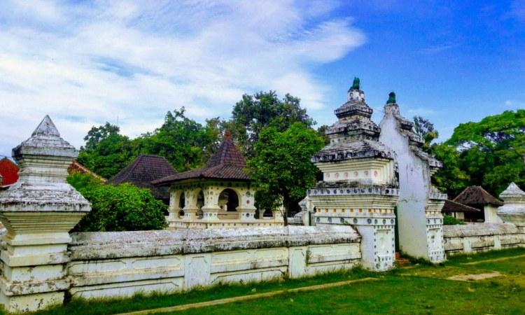 Berwisata & Menyusuri Sejarah Keraton Kanoman Cirebon