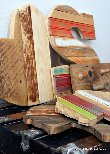 scrapwood, salvaged heart, reclaimed wood, jigsaw, rustic decor, bear, http://bec4-beyondthepicketfence.blogspot.com/2016/01/scrappy-shapes.html