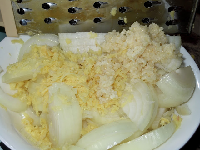 Sliced onion, grated ginger, crushed garlic