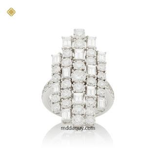 Nhẫn vàng đính đá quý ý tưởng gia tộc ánh sáng