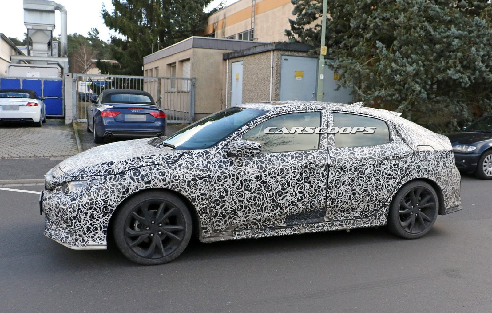 Bản Honda Civic Hatchback 2017 trên đường thử...