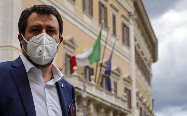 Salvini 'febbricitante' partecipa a comizio