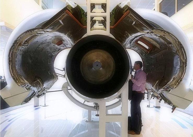 Connecticut aerospace companies make connections to Paris Air Show