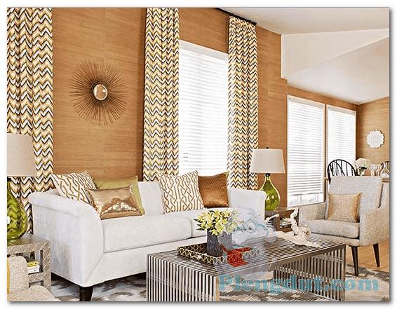 Ide 04: Papua style, dekorasi kreatif dan desain dengan pernak-pernik motif Irian Jaya serta wallpapper menyerupai kayu memunculkan kesan ruangan rumah tradisional modern elegant