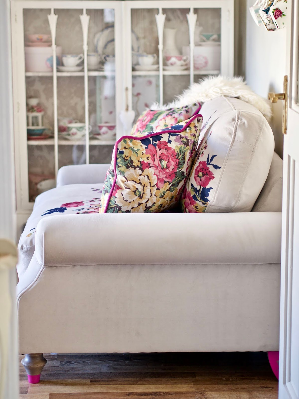 Dfs Sofas That Come Apart Retro Style Sofa Melbourne Living Room Update Ad Dainty Dress Diaries And Don T Know Where To Start Then Check Out My Video I Made With Lisa From We Went Into Detail Shared Some Tips For Picking The