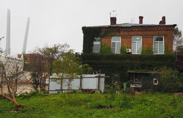 Владивосток - дом из красного кирпича