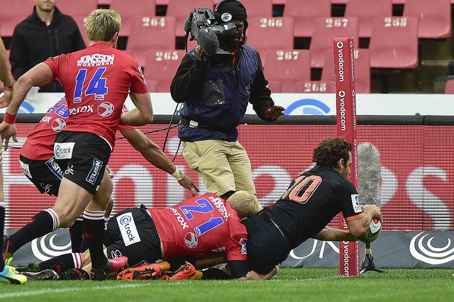 Try de Nicolás Sánchez ante Lions
