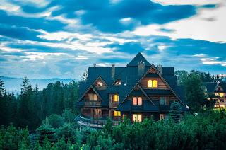 rumah-kayu-gaya-eropa.jpg