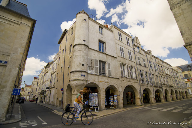 Calles con Arcadas - La Rochelle por El Guisante Verde Project