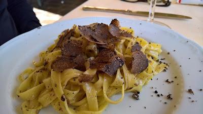 Trattoria Dentella: Tagliatelle fresca con tartufo nero.