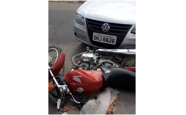 Em Olho D'Água das Flores, motociclista  fica ferido após colisão com carro