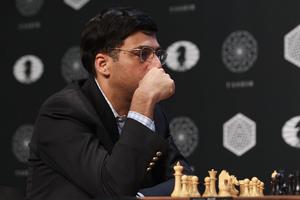 Vishy Anand en el la novena ronda del Torneo de Candidatos