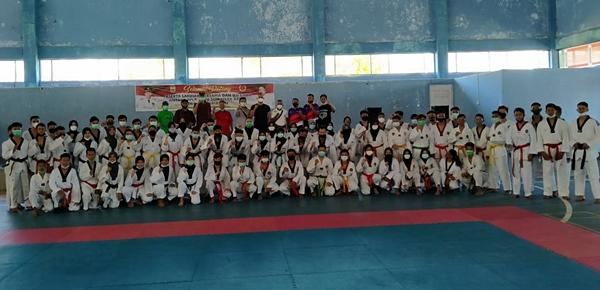 Usai Raih 4 Emas dan Atlet Terbaik di Jambi, Taekwondo Pariaman Gelar Laga Tanding