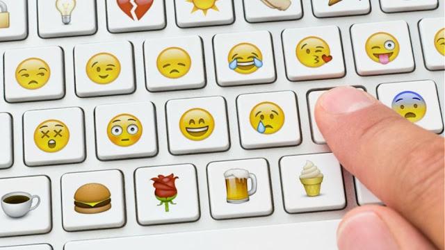 Έγινε και αυτό: Καταδίκη για χαμογελαστό emoticon στο Facebook