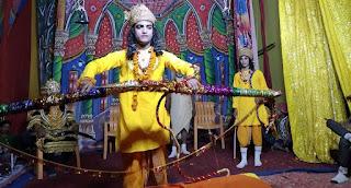 गोपीपुर रामलीला में शिव धनुष टूटते ही लगे श्रीराम के जयकारे   #NayaSaberaNetwork