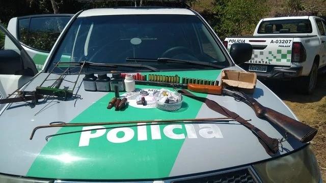 Policia Ambiental apreende armas, munições e prende homem em Juquiá