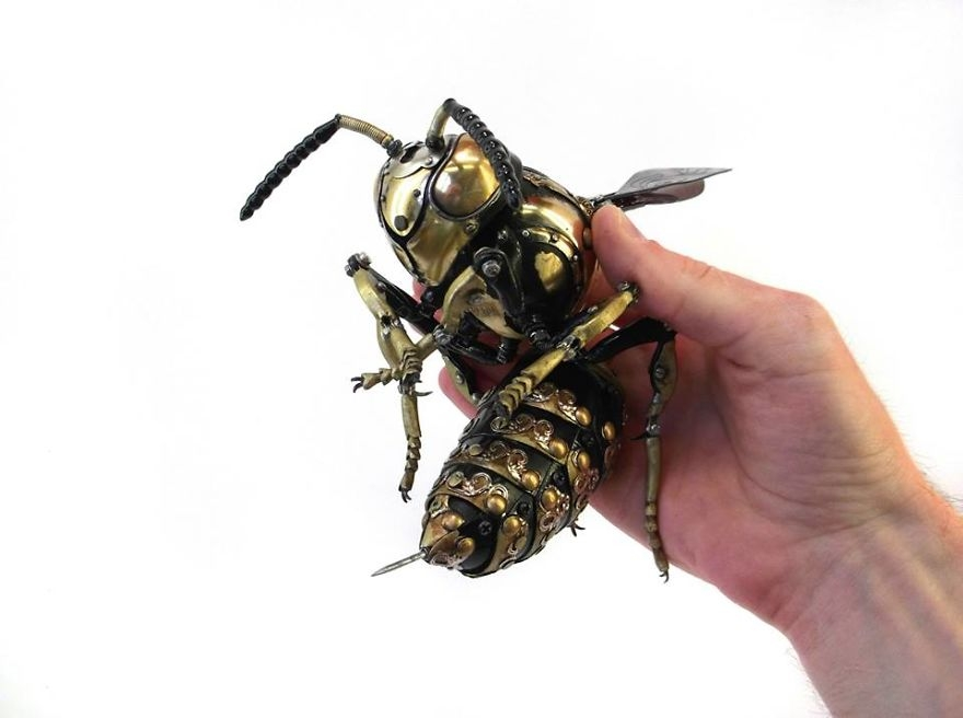 13-Wasp-Igor-Verniy-Recycled-and-Upcycled-Animal-Steampunk-Sculptures-www-designstack-co