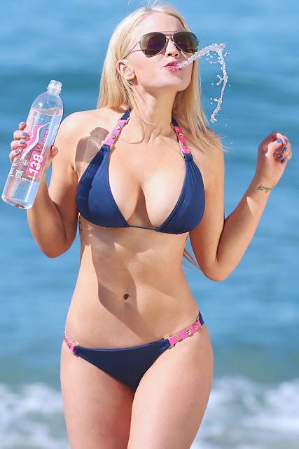 Anna Sophia faz tudo pela água em Malibu