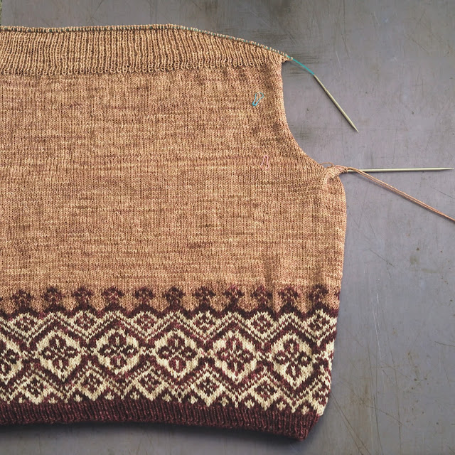 Navelli on the needles showing the pooling at the armholes