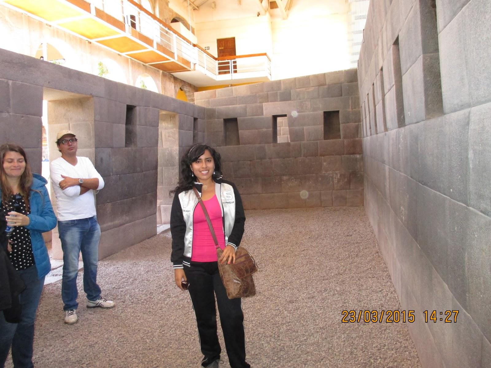 online store 86735 9f8cf Aquí en la imagen apreciamos a la turista Milagros del Carmen Sánchez  Vargas, delante de una vista interior del templo de Illapa (o la deidad  Rayo).