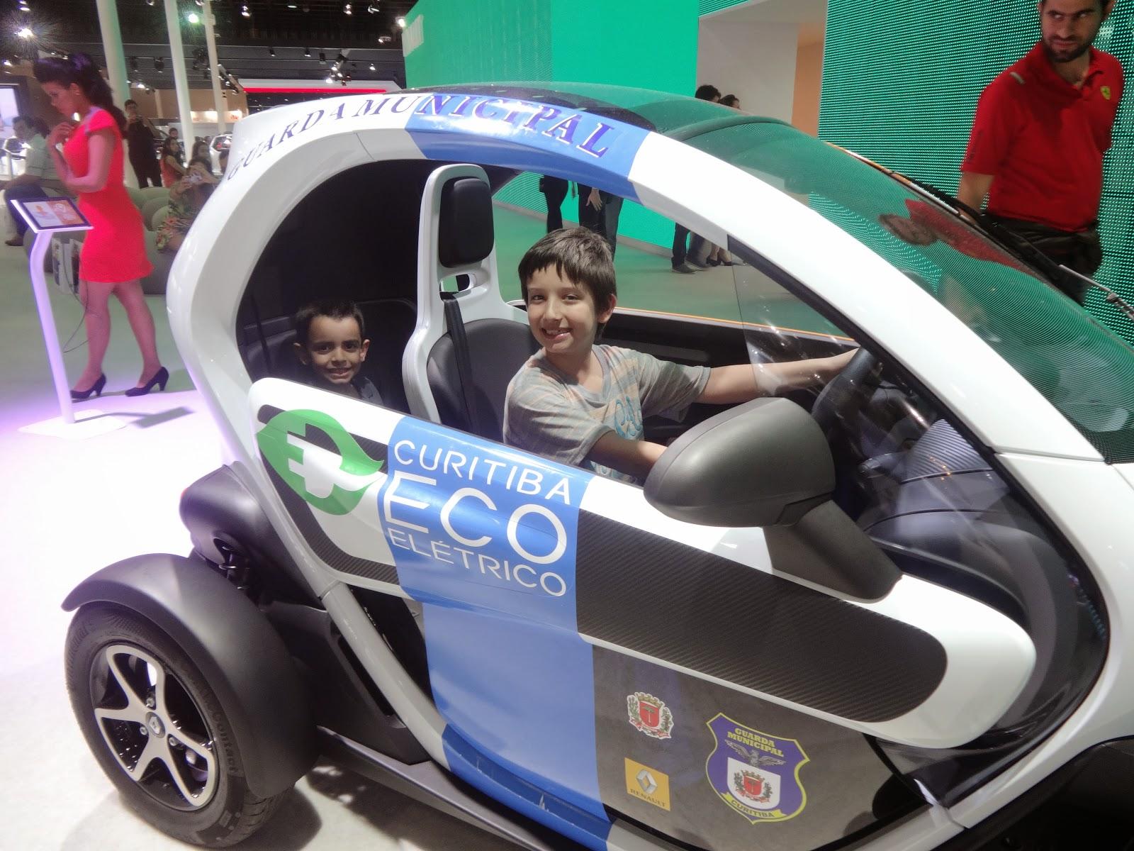 Mãe Sem Frescura - Hot Wheels no Salão do Automóvel - Flavio veste look Elian