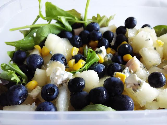 ensalada-de-pera-arandanos-y-queso-azul