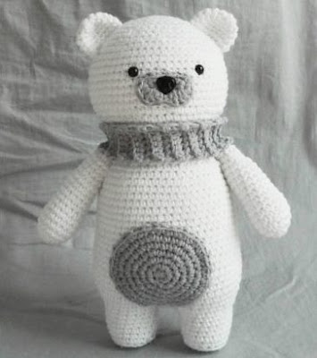 Белый полярный мишка амигуруми