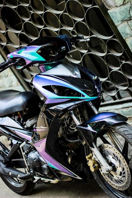 Sơn đổi màu theo góc nhìn xe Exciter 2010