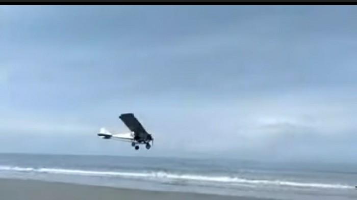 Keren! Pria Asal Pinrang Ini Sukses Terbangkan Pesawat Buatannya