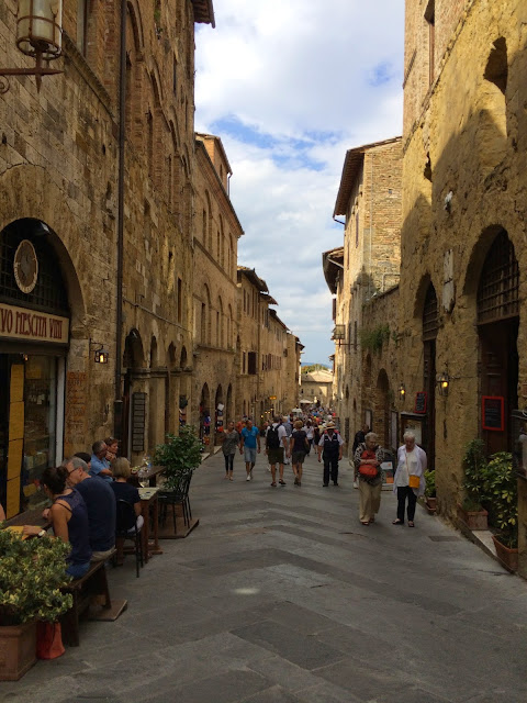 San-Gimignano-Tuscany-Glam-Italia-Tour-02