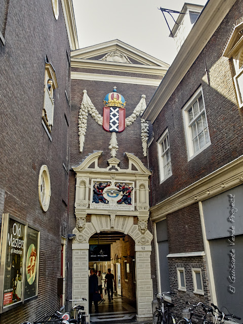 Puerta de St. Luciensteed, Amsterdam Museum, por El Guisante Verde Project