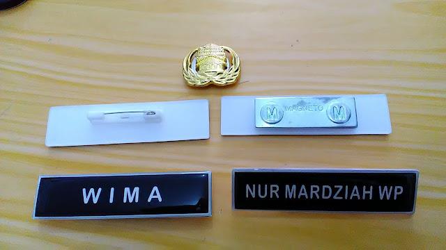 Nama Dada dan Pin Magnet