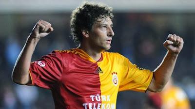 Foto de Elano com a camisa do Galatasaray.