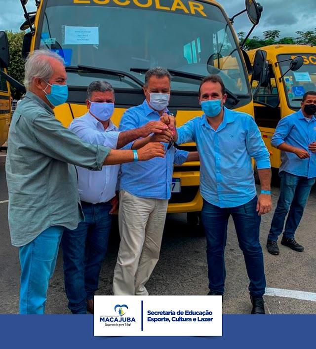 Macajuba recebe novo ônibus escolar através de emenda do senador Otto Alencar