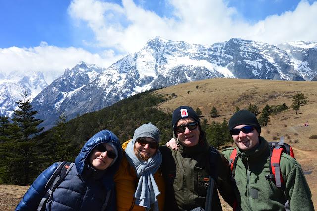 Famille au mont enneigé du dragon de jade