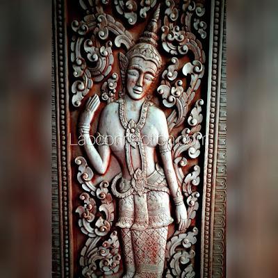 ສິນລະປະລາວ Lao art - carved wooden door